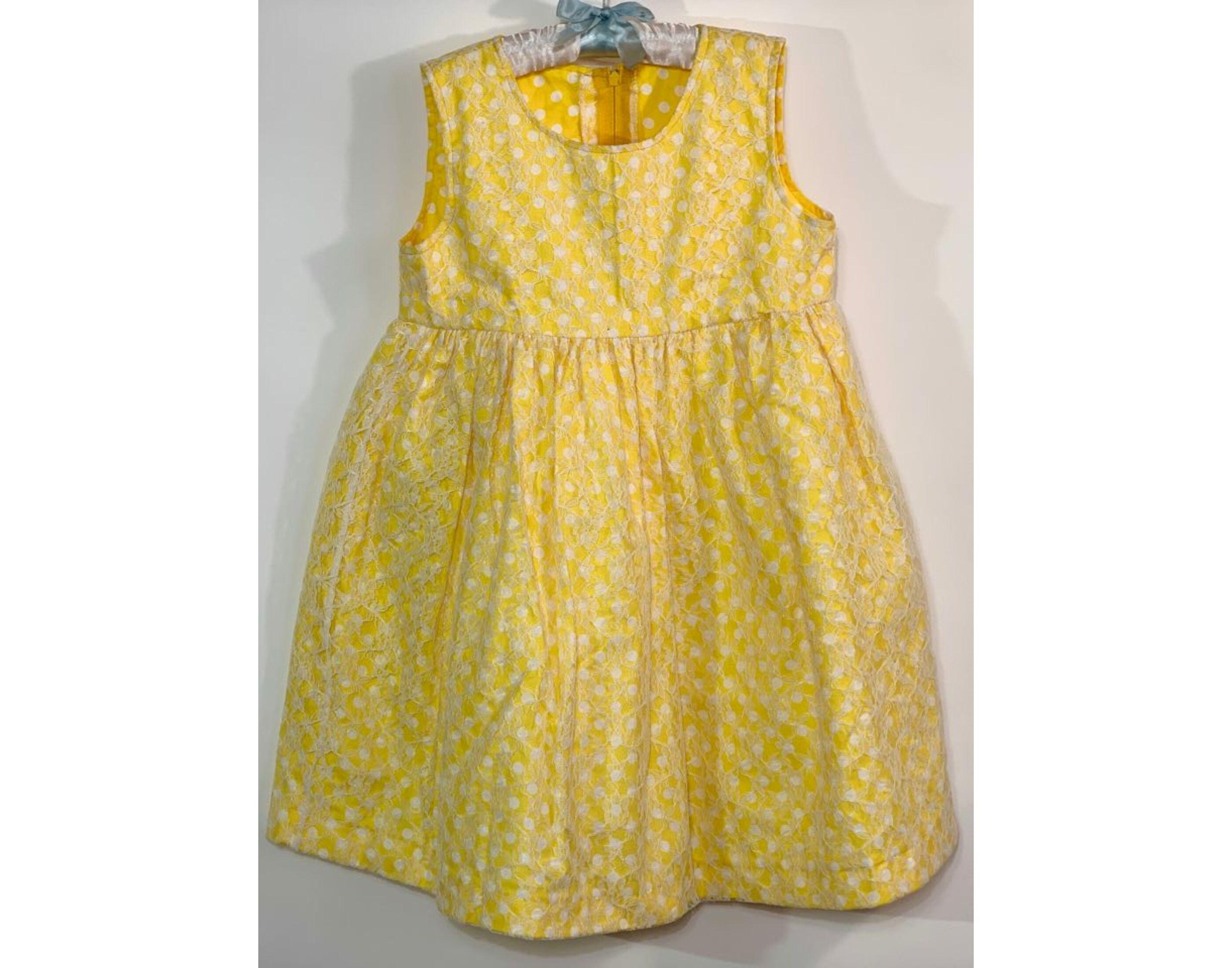 Sárga pöttyös ruha (8 év)